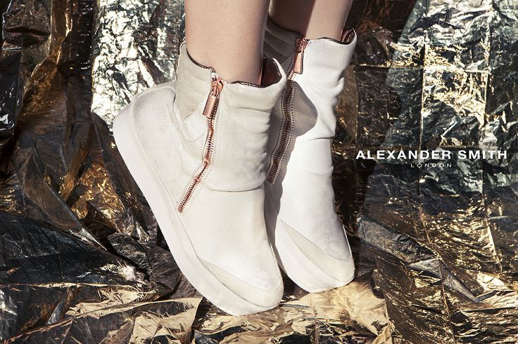 A202 Cav Off White. Metal flash, golden lightning and silver sparks: this is #AlexanderSmith new collection