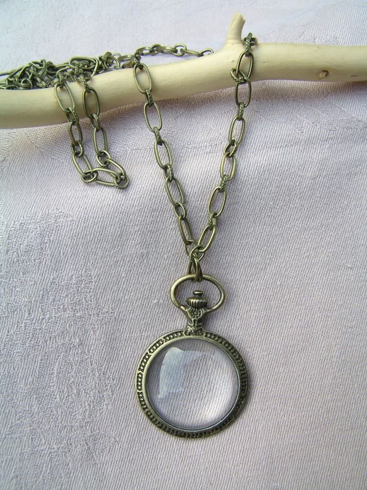"""Magnifying or pendant?  --    A few months ago I received an interesting request:  I had to make a necklace what can be used as a magnifying. It was an interesting request so I began to look for a proper materials with pleasure.  After some searching, I found the perfect socket, and from then it was easy to do for me.  The diameter of the """"magnifying"""" is 30 mm.  The necklace is 1 meter long.   What dou you think?"""