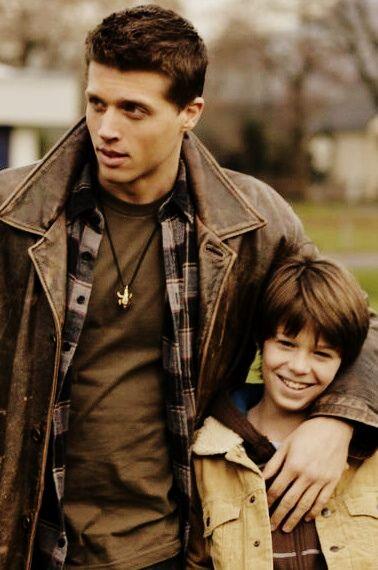 Young Dean and Sam. Brothers. #Dean #Sam #Winchesters Молодые Дин и Сэм. Братья. #Дин #Сэм #Винчестеры #Supernatural