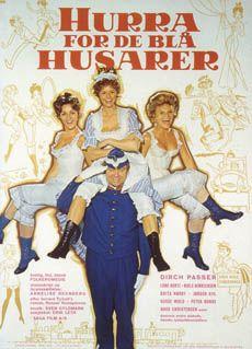 Hurra for de blå husarer (1970) Der skal vælges en løjtnant til regimentet, men de skal vælge mellem to.