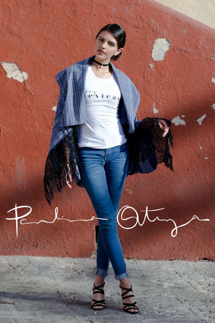 """Capa Muuk, diseño por Paulina Ortega Muuk significa """"FUERZA"""" en lengua maya. Capa de corte envolvente, elaborado a partir de dos rebozos 100% algodón tejidos artesanalmente en telar de pedal y rapacejo hilado a mano."""