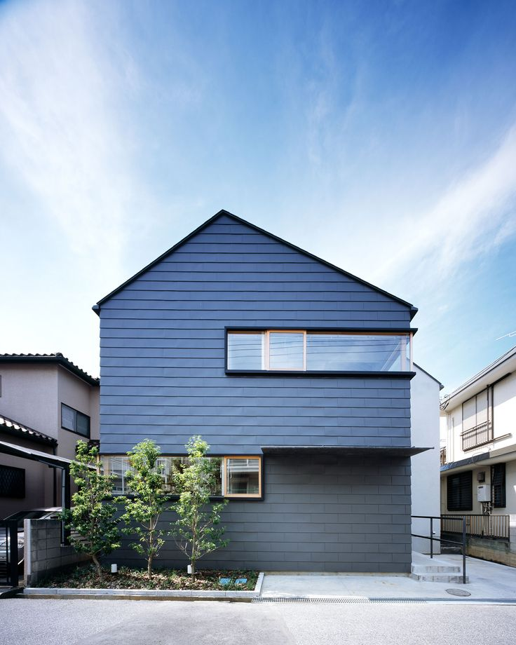 Triangle roofs in Nagareyama / Field Design Architects