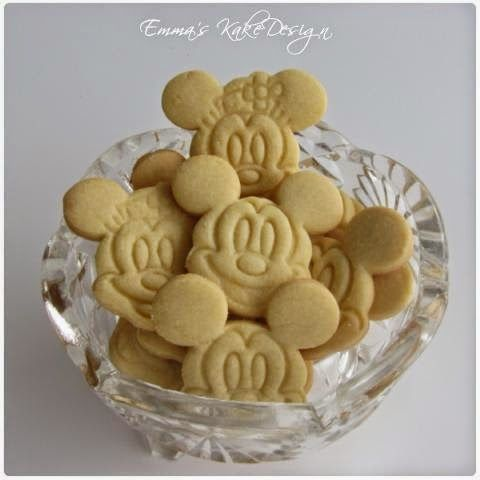 Emmas KakeDesign: Sugar Cookies recipe and procedure! www.emmaskakedesign.blogspot.com