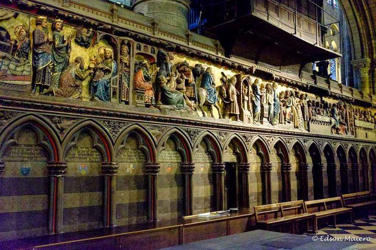 Notre Dame: Anteparo do Altar esculpido em pedra - Século 14