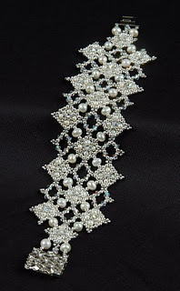 Beautiful beaded bracelet, silver seed beads 11 and 15, pearls and swarovski crystals.