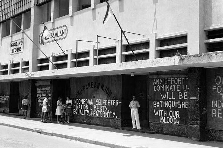 Susana kota Surabaya (Jalan.Tunjungan) saat pertempuran 10 Nopember 1945 (sumber Kaskus)
