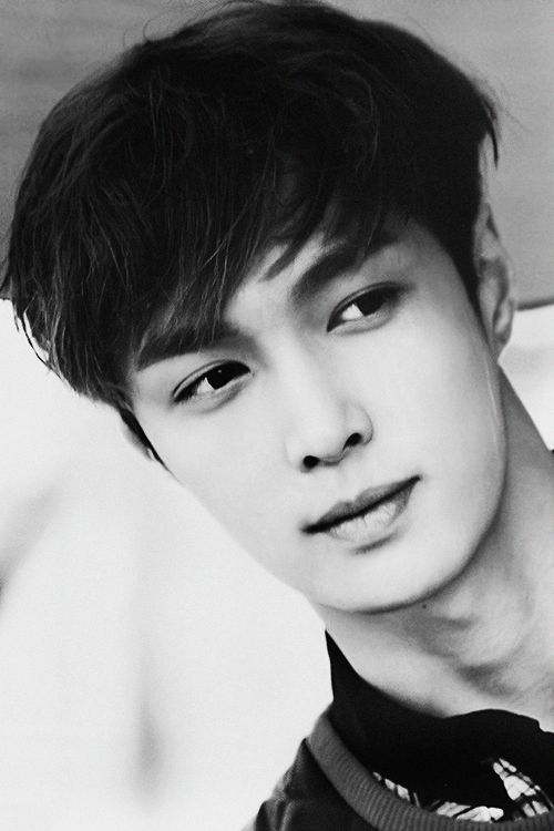 EXO-M Lay bw looking so fucking handsome in this picture i just dont get it anymore #yixing: