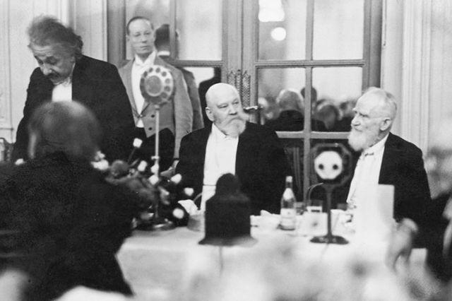 Albert Einstein and George Bernard Shaw attend dinner at the Savoy, October 1930