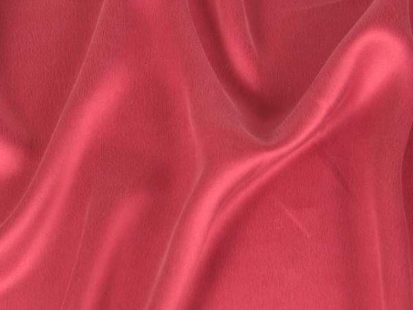5 astuces pour couper et coudre des tissus glissants