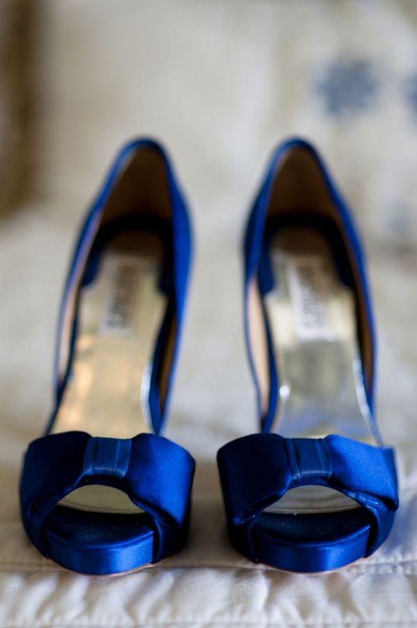 cobalt blue wedding shoes from Badgley Mischka // photo by LaurenLarsenBlog.com