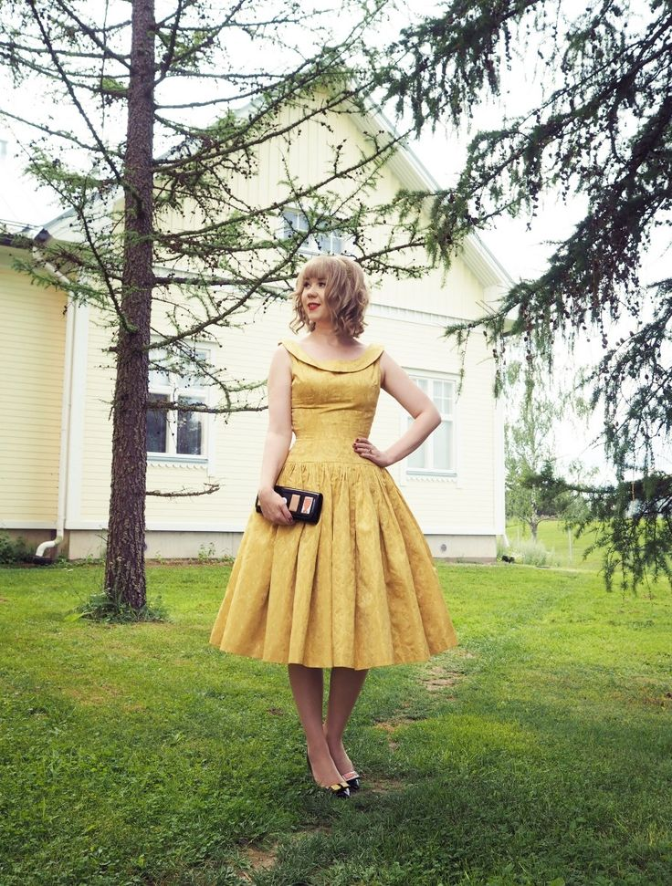 Found this yellow vintage 50's dress from Texas.