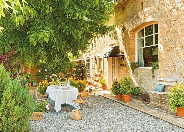Чудесная реконструкция старого дома в испанской деревушке http://on.fb.me/1f1gq6m  Среди виноградников и оливковых рощ