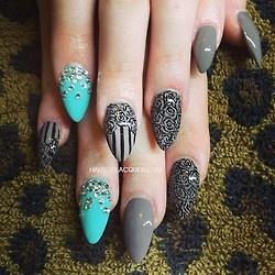Roses n bling for @maariahbaby. #roses #nailart #nails #hands #holnails #nailporn #nailswag #talons #bling #bossynails