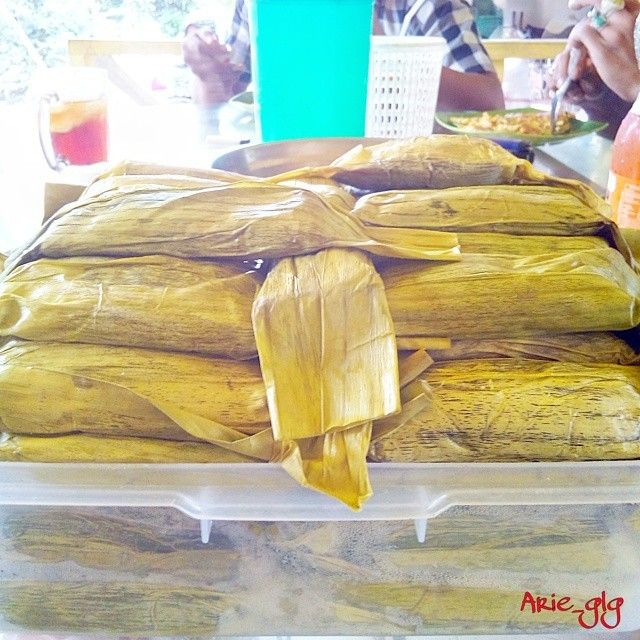 Salah satu makanan khas aceh, timphan asokaya.  #wisatakuliner #kulineraceh #iloveaceh #ig_aceh #insta_aceh #discoveraceh #ilovebireuen #acehwoow #PicsArt  Photo by: @arie_glanggang  Do follow @visitaceh_id on twitter and Like /visitaceh.id on Facebook. www.visitaceh.id