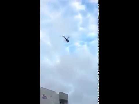 Detik Detik jatuhnya helikopter di keramaian jalan