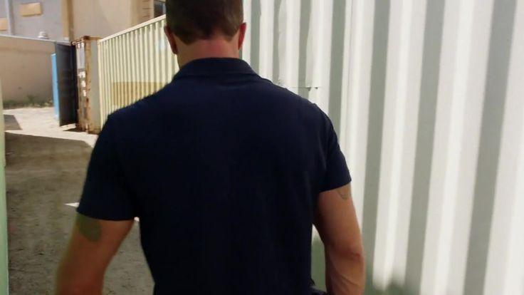 Гавайи 5-0. 8 сезон 2 серия 2017 http://www.yourussian.ru/184754/гавайи-5-0-8-сезон-2-серия-2017/   Релиз SunshineStudio: Детектив Стив МакГарретт, бывший морской офицер с массой наград, а теперь полицейский, возвращается в Оаху расследовать убийство отца. Он остается на острове, после того, как губернатор штата Гавайи убедил его возглавить новую команду. Команда будет действовать по его правилам, при поддержке губернатора, без бюрократических проволочек, и с полным иммунитетом, все это –…