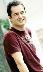 Ünlü program yapımcısı Acun Ilıcalı, kendi televizyonu TV8'de yayınlanması beklenen dizinin kadrosunda MFÖ üyelerinden sadece Özkan Uğur'un yer alacağını belirtti.