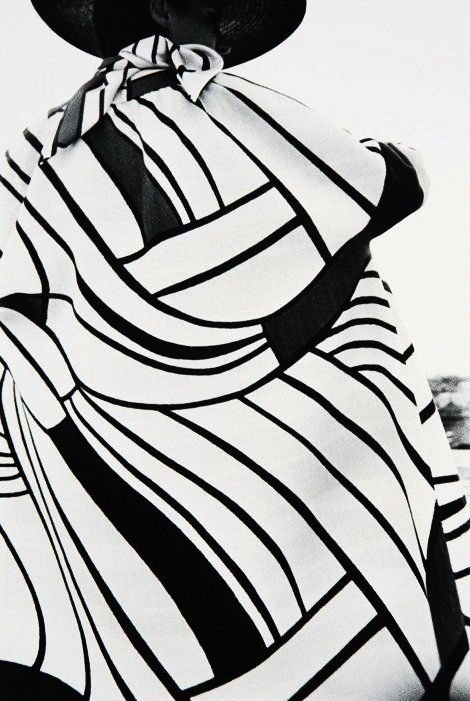 Graphic fashion. Xk #kellywearstler #myvibemylife #blackandwhite