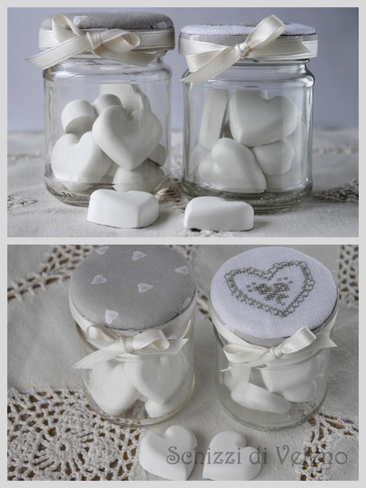 Glazen potje, dekseltje mooi verven/spuiten of en leuk stofje erop lijmen mooi strikje én een leuke( of lekkere ;) ) inhoud