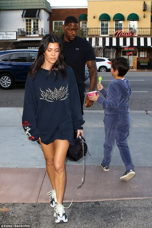 Kourtney Kardashian steps out with little Mason  1f0816a9a