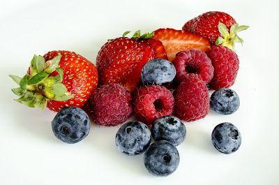 WEB MAGAZINE: Chi mangia spesso frutti di bosco perde peso