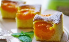 Vynikající a osvěžující bublanina. Sezónní ovoce - meruňky. Mňamka!