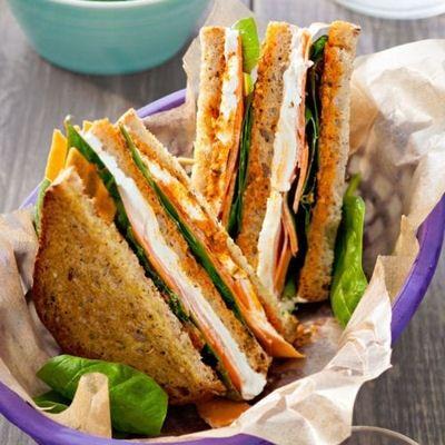 Sandwiches, quiches, salades, muffins... L'hiver, il existe moult recettes à glisser dans notre lunchbox. Découvrez-les !