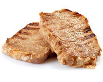 В духовке большой кусок свинины (700 грамм-1 килограмм) запекать в рукаве или фольге полтора часа при температуре 180 градусов, свиные отбивные - полчаса.   В микроволновке свиные отбивные запекать по 3 минуты с каждой стороны на самой большой мощности (800 ватт).