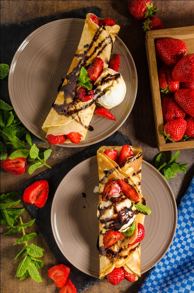 Sunday Breakfast 😍 Coconut crêpes with strawberries, chocolate sauce and ice-cream! What's your favorite breakfast?