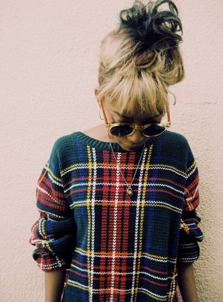 vintage indie hipster winter outfits green classic sunglasses cardigan tartan
