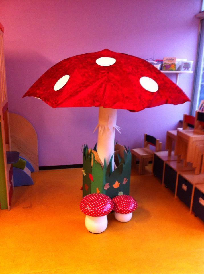 Bij het PUK thema reuzen en kabouters een grote paddenstoel voor in de klas…