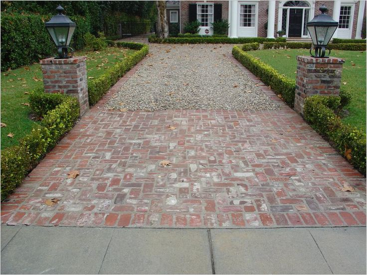 Unilock and natural stone driveway aprons and borders for Driveway apron ideas