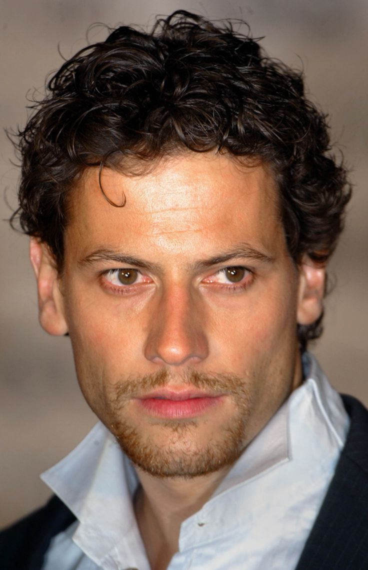 Ioan Gruffudd. This guy was my first actor crush! I <3 him to pieces and watch every movie I can find of him!!!! ADORABLE!
