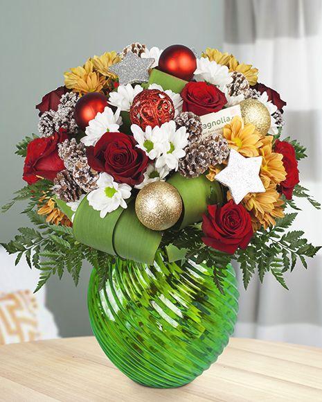 Christmas flower bouquet with roses and chrysanthemums.  Buchet de Crăciun cu trandafiri si crizanteme.