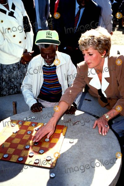 Princess Diana Highfield Old Peoples Home. Zimbabwe Photo:dave Chancellor-alpha-Globe Photos Inc 1993