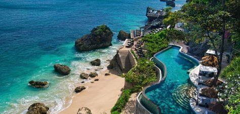 De mooiste stranden & baaien van Bali- Lange kustlijnen, wuivende palmbomen, en een blauwe zee maken het Indonesische eiland Bali tot een paradijs op aarde.