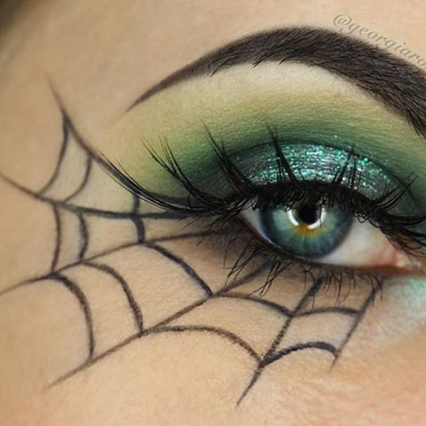 Spiderweb eyeliner for a simple and chic Halloween look! Who can pull this off?! @georgiarosex