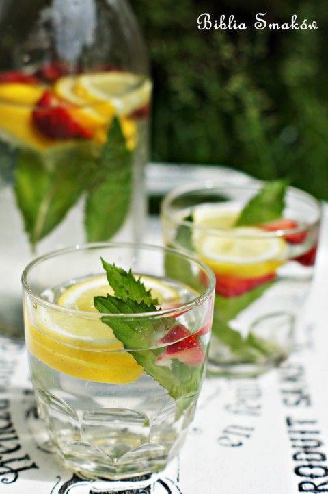 Lemoniada miętowa zcytryną itruskawkami