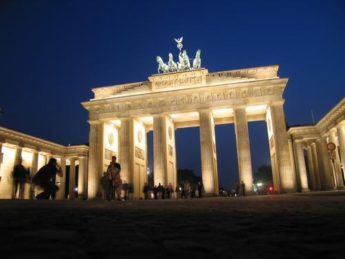 brandenburger tor - o monumento fica no início da Unter den Linden e é um marco da reinado de Wilhelm 2º.