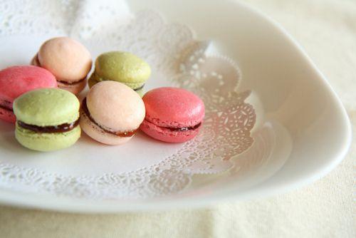 Macarons: Cute Fashion, Minis Yum, Macaron Color, Macaron, Fruit Yummy, Con Macaron, Fashion Food, Food Art, Parties For