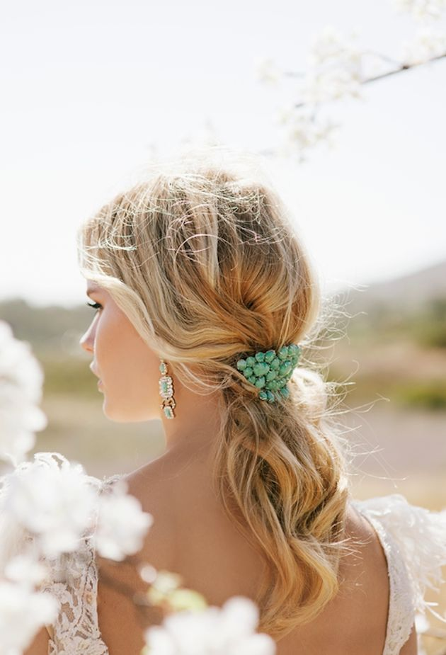 love the turquoise hairpiece and earrings!