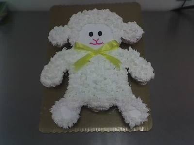 """lamb cupcake pull apart Cake .... Think I might make this for the pre-school picnic since they have Lambs as their """"mascot""""!"""
