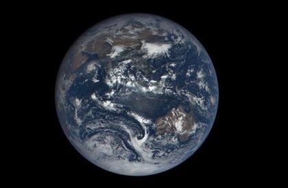 심우주 기후관측 위성 디스커버(DSCOVR)에서 보는 지구