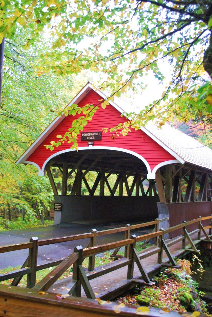 Flume covered bridge, Franconia Notch State Park, New Hampshire, USA