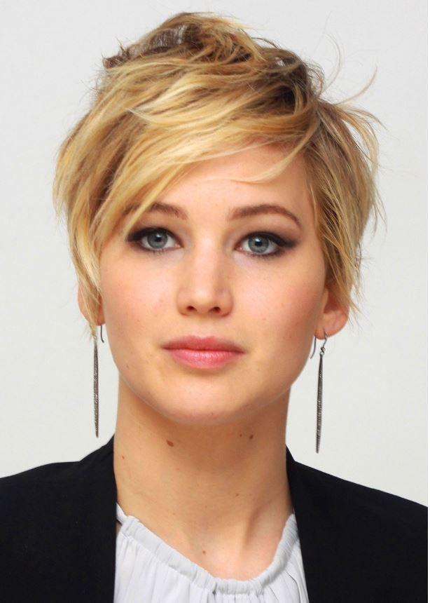 Kendinizde değişim istiyorsanız da şayet kısa saç modellerini tercih edebilirsiniz. Kendinizden emin olduğunuz an saç kesimi yaptırmak istiyorsanız yüzünüze yani size gidebilecek olan sa�