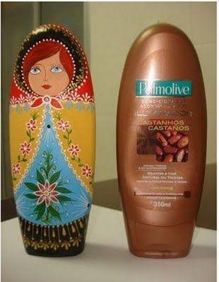 ACTIVITE - Fabriquer une matrioska avec une bouteille vide de shampoing et de la peinture acrylique. Y ajouter du sable pour en faire un bloque porte.