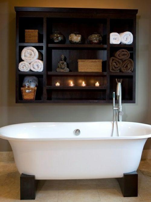badeinrichtung freistehende badewanne und wandregal aus nussbaumholz