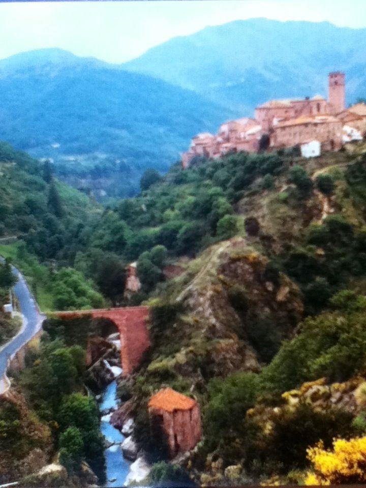 """""""Antraigues"""" village dans l'Ardèche  où vécu  jean FERRAT......"""