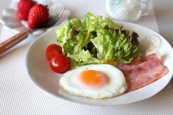 白身ぷるぷる、黄身とろーり!絶品半熟目玉焼きの作り方 | レシピサイト「Nadia | ナディア」プロの料理を無料で検索