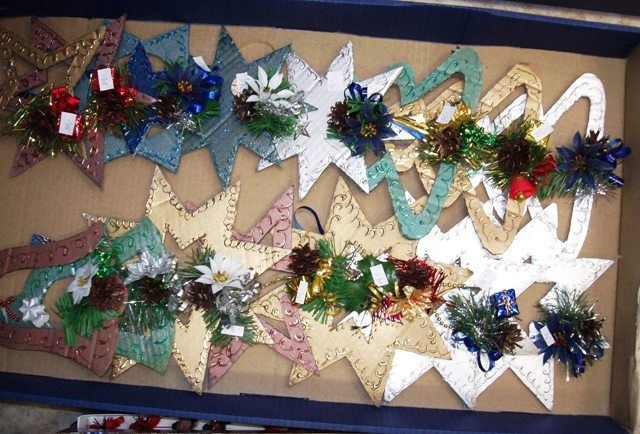 papírové hvězdy ,zvonky a stromky
